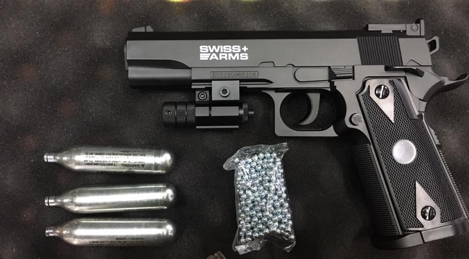 Pistola swiss arms o stinger 1911 +3 co2 +laser+150 balines apox.