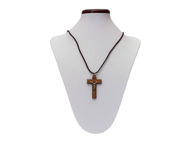 Fio com cruz de madeira