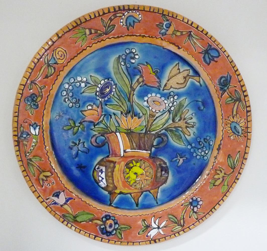 Prato de Parede Cesta Flores Fundo Azul
