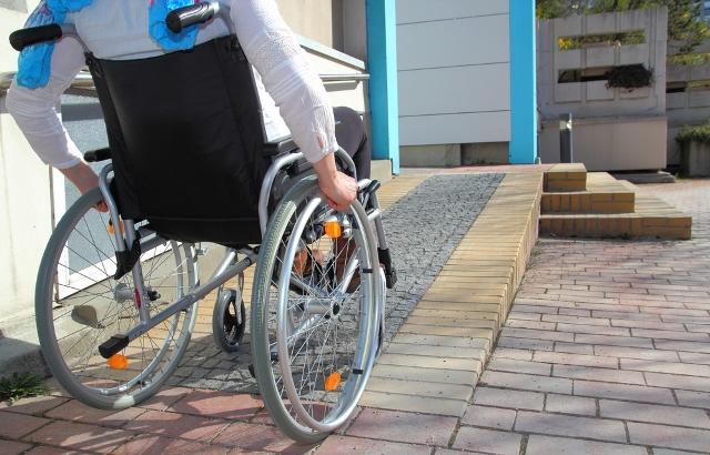 [DIARIO LA HORA] Estudio evidencia escaso avance de accesibilidad universal.