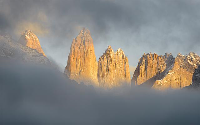 Torres del Paine entre niebla