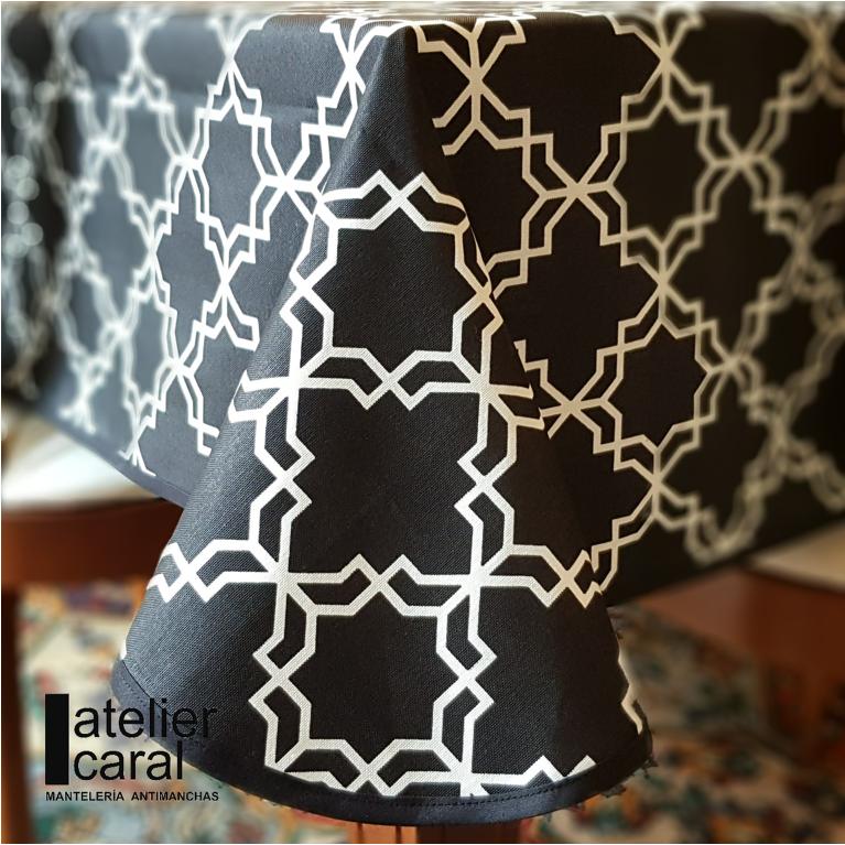 Mantel KHATAM Negro ⬛ Cuadrado 8 Sillas