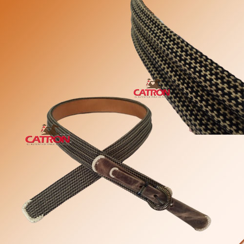 Cinturón telar hebilla chapeada con relieve