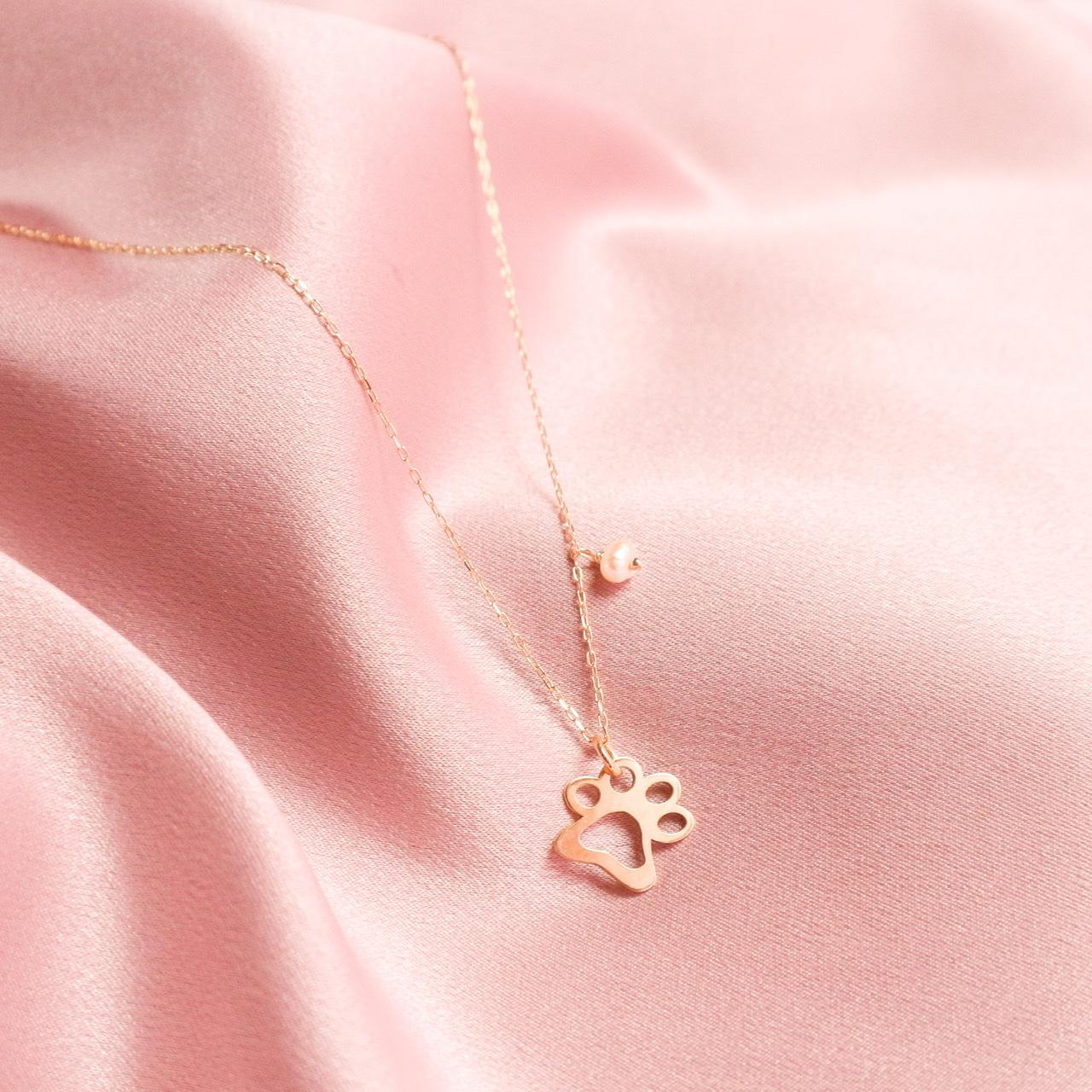 Sticky necklaces