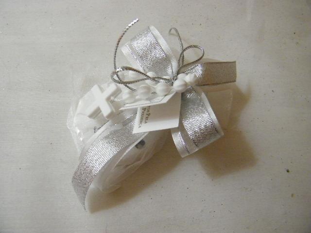 C15302 - Saco em organza com sabonete, decorado nos tons prata e branco com dezena