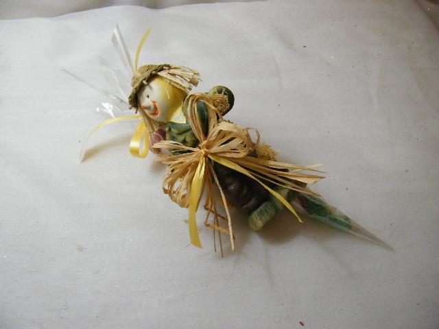 C15003 - Espantalho em cerâmica com cone de gomas