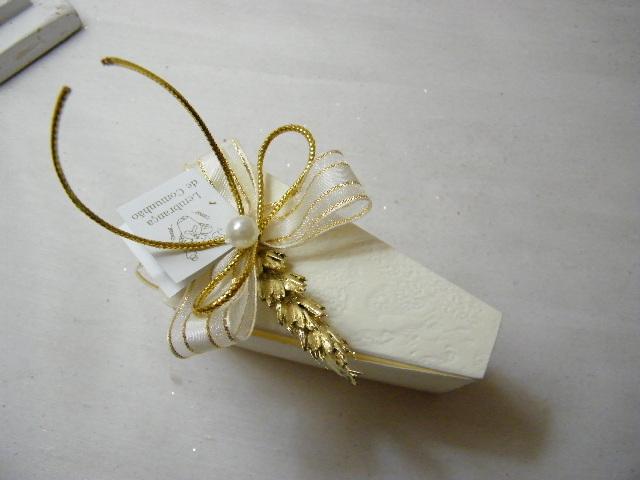C15303 - Caixa bolo em cartão bege decorada com espiga