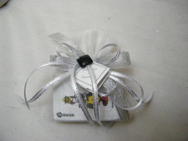 C15600 - Baralho de cartas em saco organza decorado a branco e prata