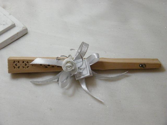 C15015 - Leque em madeira decorado em branco e prata com flor