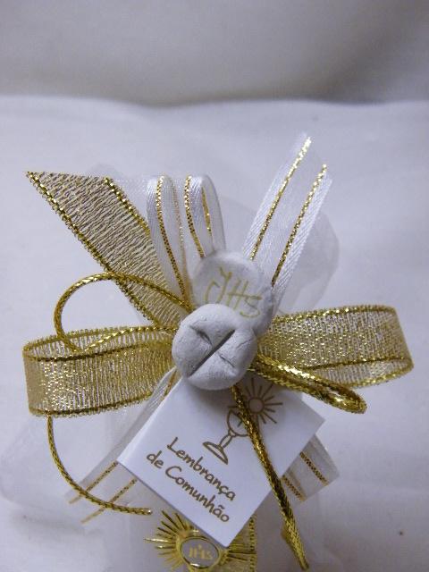 C15306 - Vela cilíndrica em saco decorada a dourado com ostensório