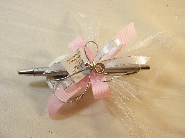 C15222 - Caneta decorada em rosa e branco com pratas, sabonete e chupeta