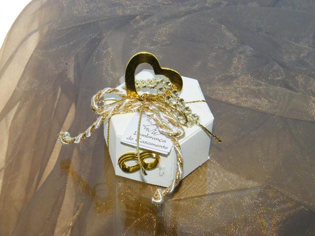 C1972 - Caixa hezagunal decorada com coração