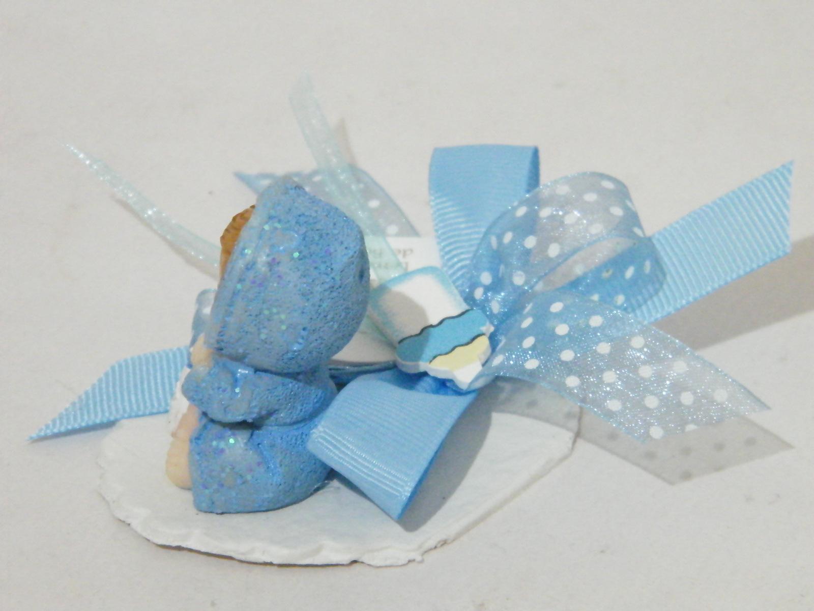C18235 - Bebé robe azul sobre base recortada