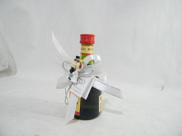 C16602 - Garrafa licor beirão decorada com noivos