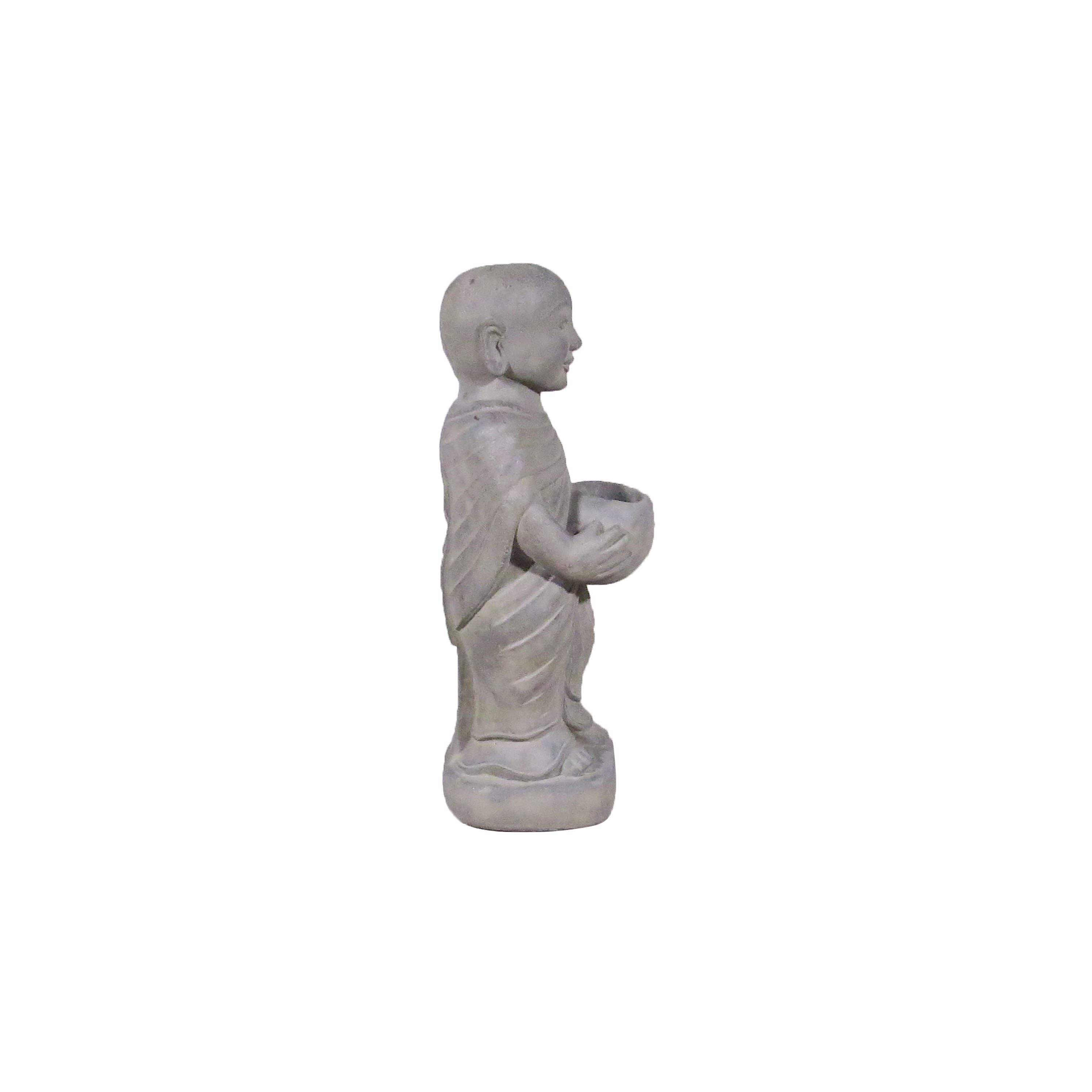 Monje con ofrenda de piedra
