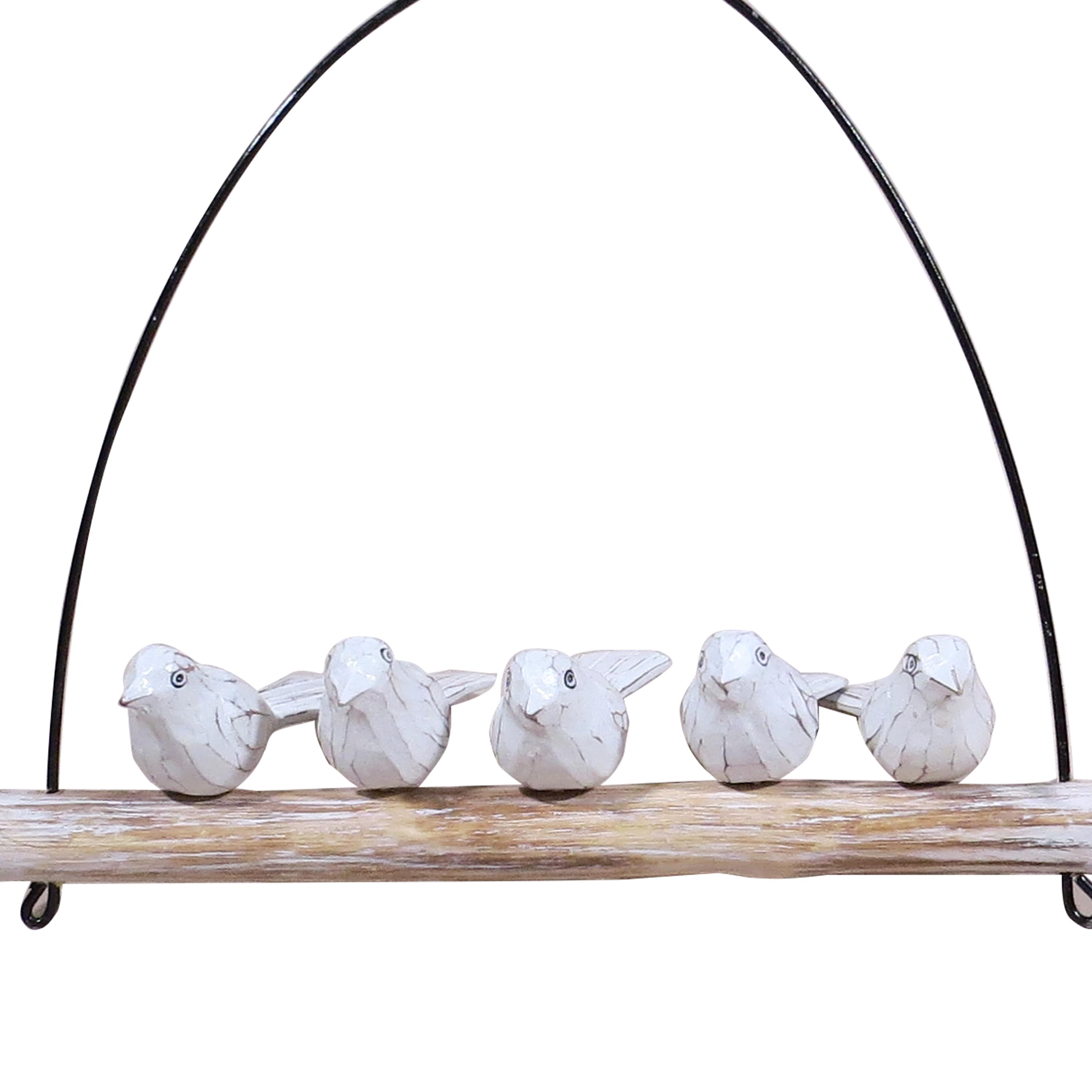 Cinco pájaros sobre arco blancos