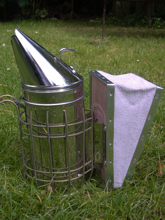 Smoker, galvanized with leather bellows, size L