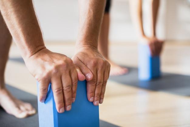 Cómo usar correctamente los ladrillos o bloques de yoga