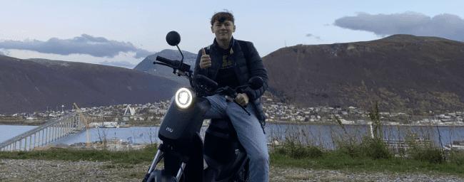 Una moto eléctrica NIU llega al círculo polar ártico
