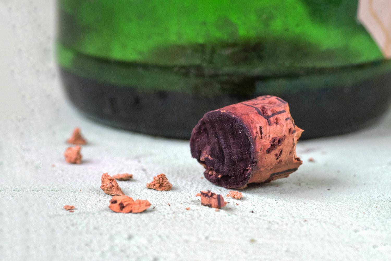 Veja o que fazer quando a rolha de vinho quebra