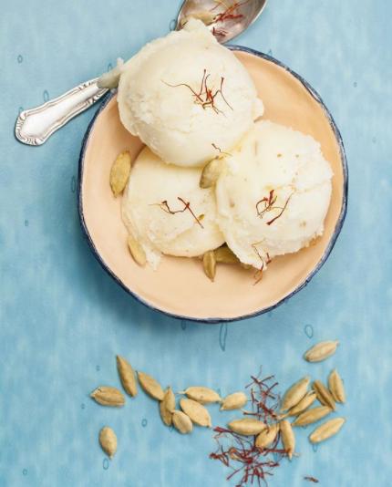 🍦¡Es tiempo de un rico Helado de Azafrán, Cardamomo y pistachos (kulfi)!⠀