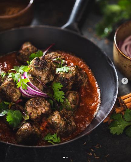 ¡Albóndigas al curry con arroz basmati!🧆