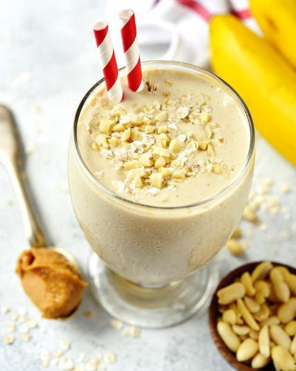 ¡Refréscate con este delicioso 𝐋𝐚𝐬𝐬𝐢 𝐝𝐞 𝐩𝐥𝐚𝐭𝐚𝐧𝐨!🥤