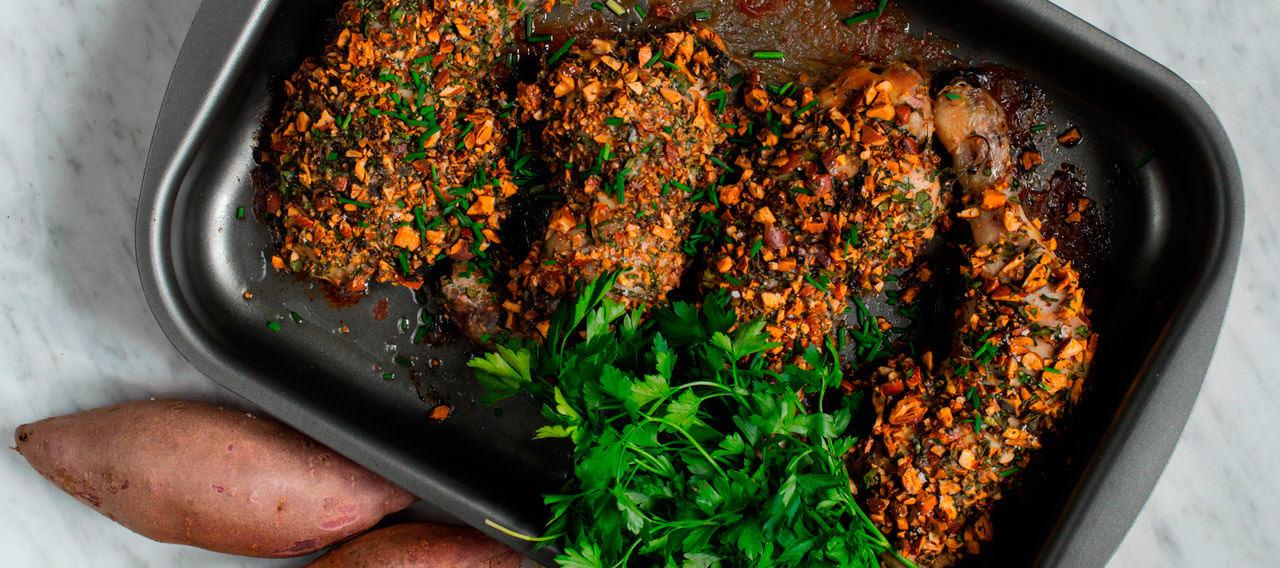 Pollo con especies y costra de frutos secos