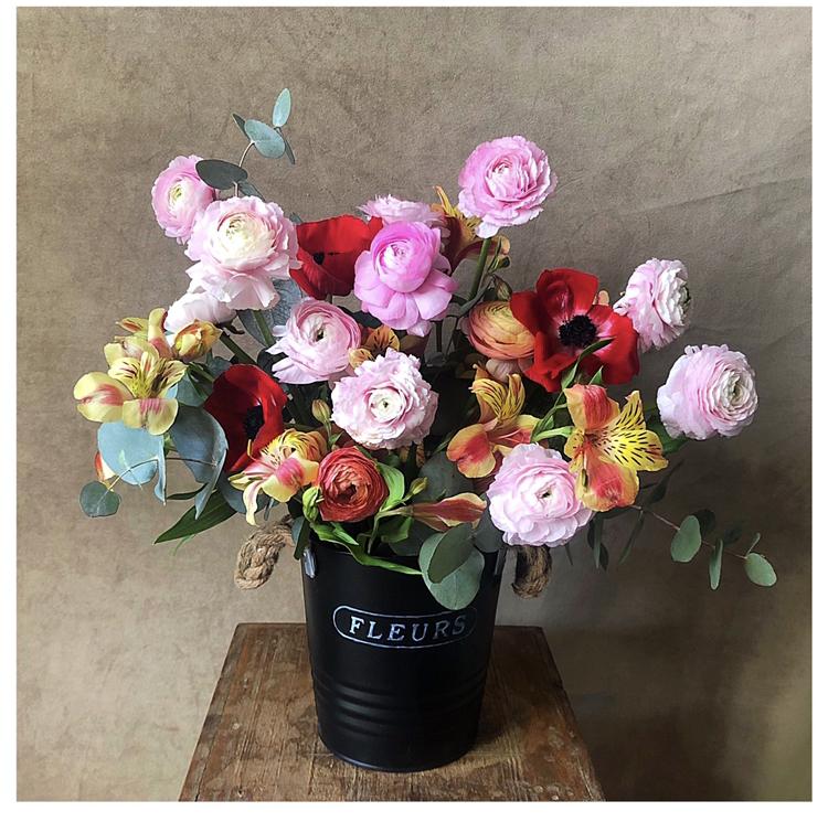 Arreglo Floral en pote metálico