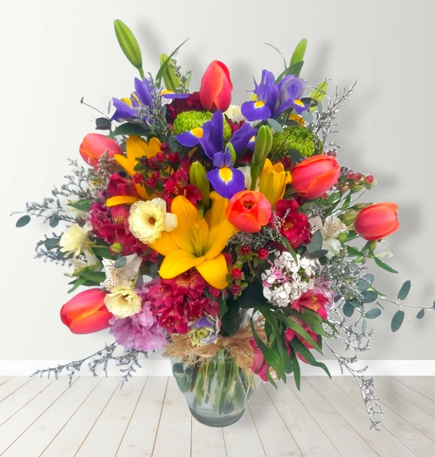 Florero Mixto con flores de estación.