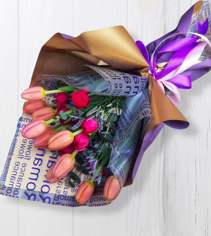 Ramo de 10 Tulipanes y Ranúnculos (Consulte Colores)