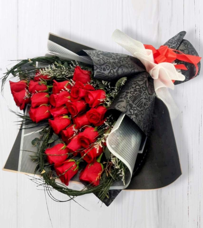 Ramo de 24 Rosas en forma de corazón