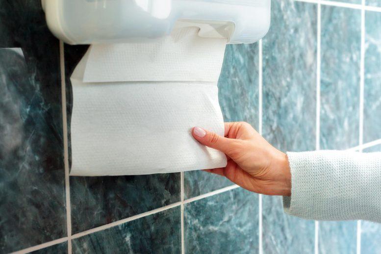 Toalhas de Papel Muito mais Eficazes na Remoção de Vírus do que Secadores de Mãos