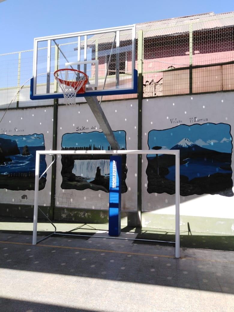 Poste fijo de básquetbol de plexiglas + Arco de baby fútbol - comuna de La Cisterna