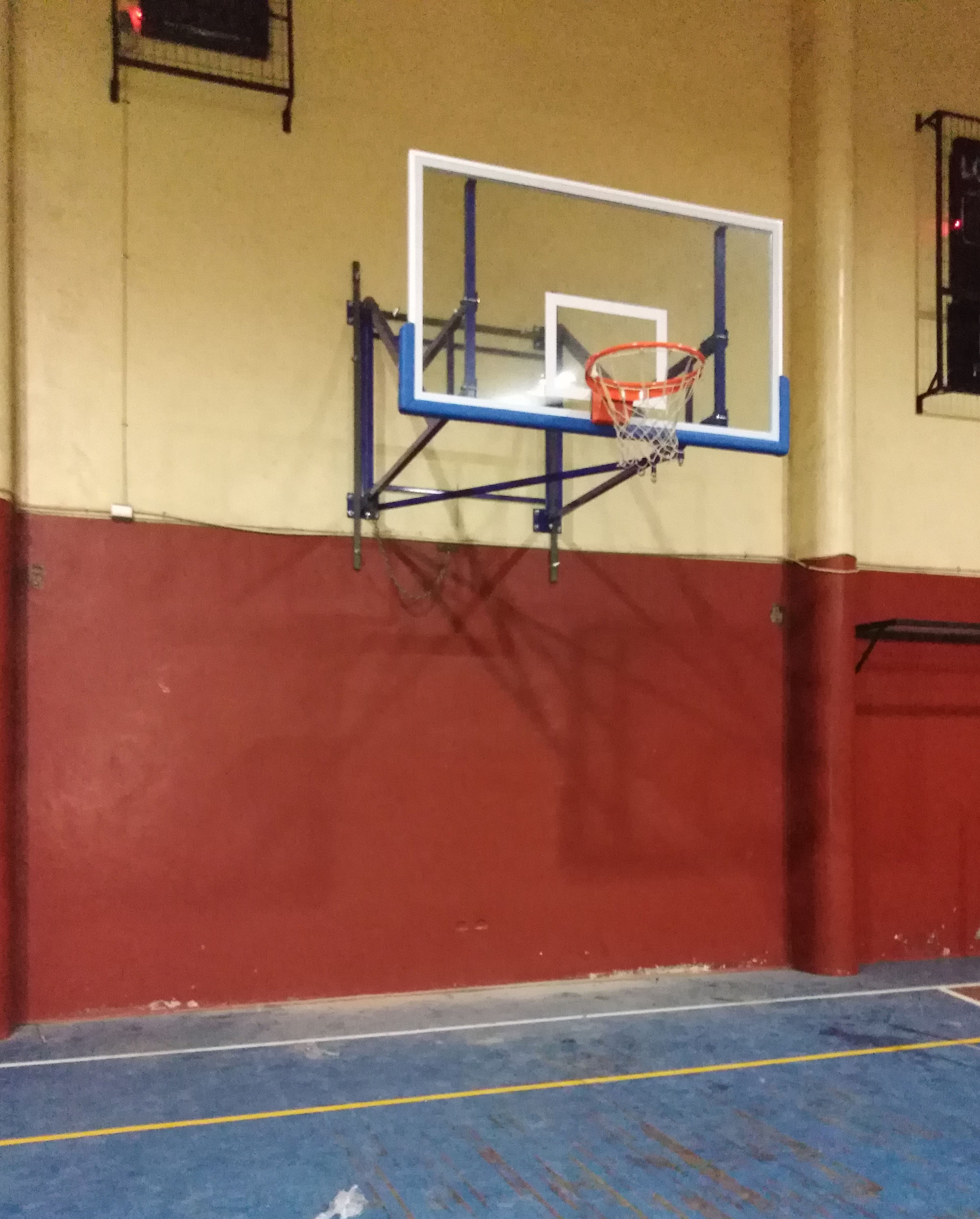 Tablero de básquetbol plegable empotrado al muro - comuna de La Unión