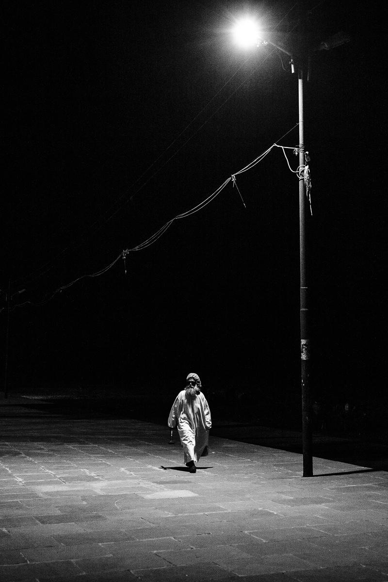 Hombre bajo Luz