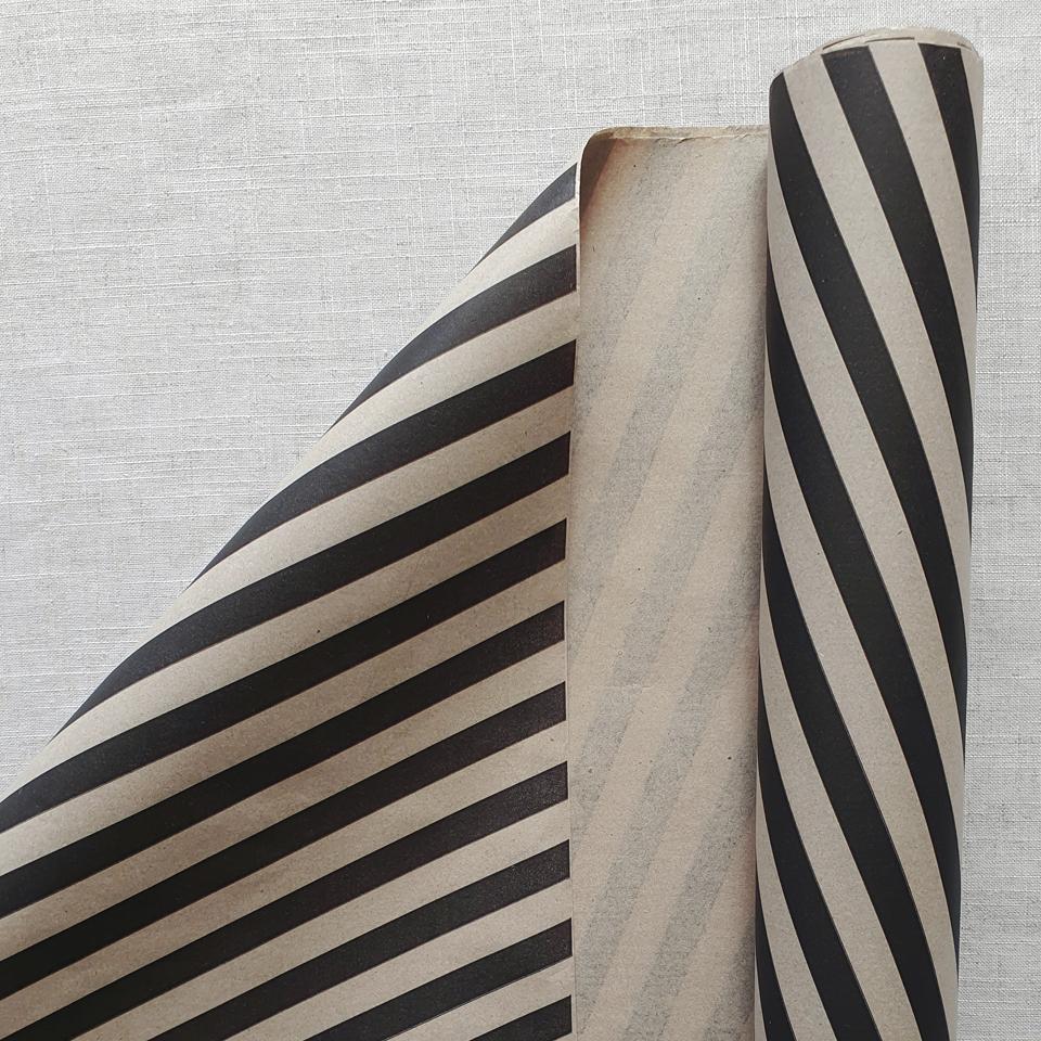 Papel Kraft líneas negras 200 pliegos 75 x 100 cms