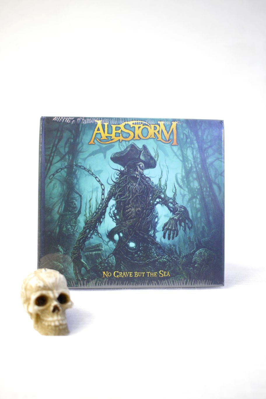 CD ALESTORM NO GRAVE BUT THE SEA (BOOK)