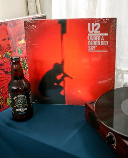 U2 Under a Blood red sky