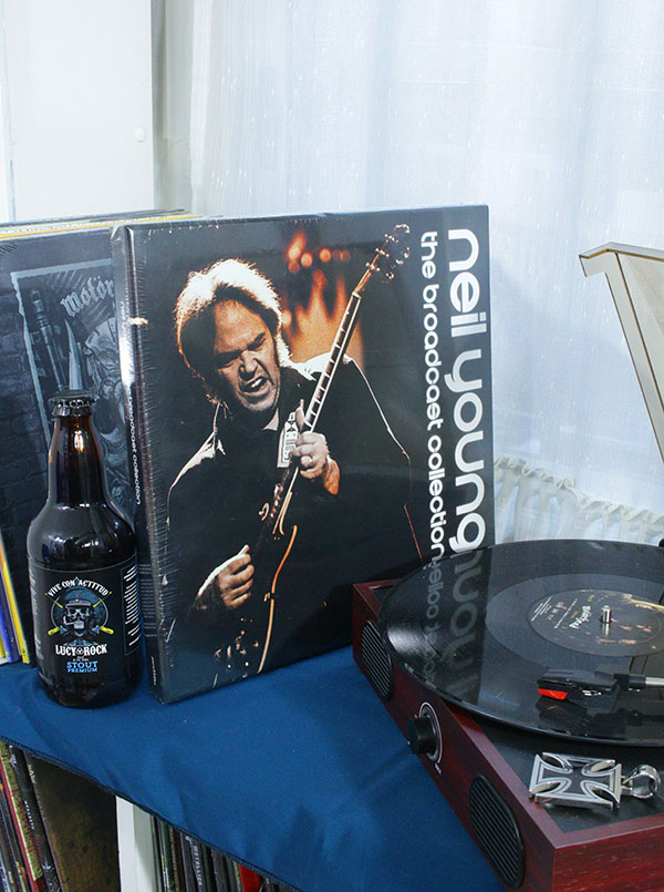 NEIL YOUNG THE BROADCAST COLLECTION BOX SET