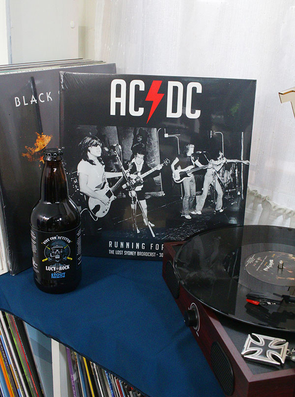 AC/DC RUNNING FORM HOME