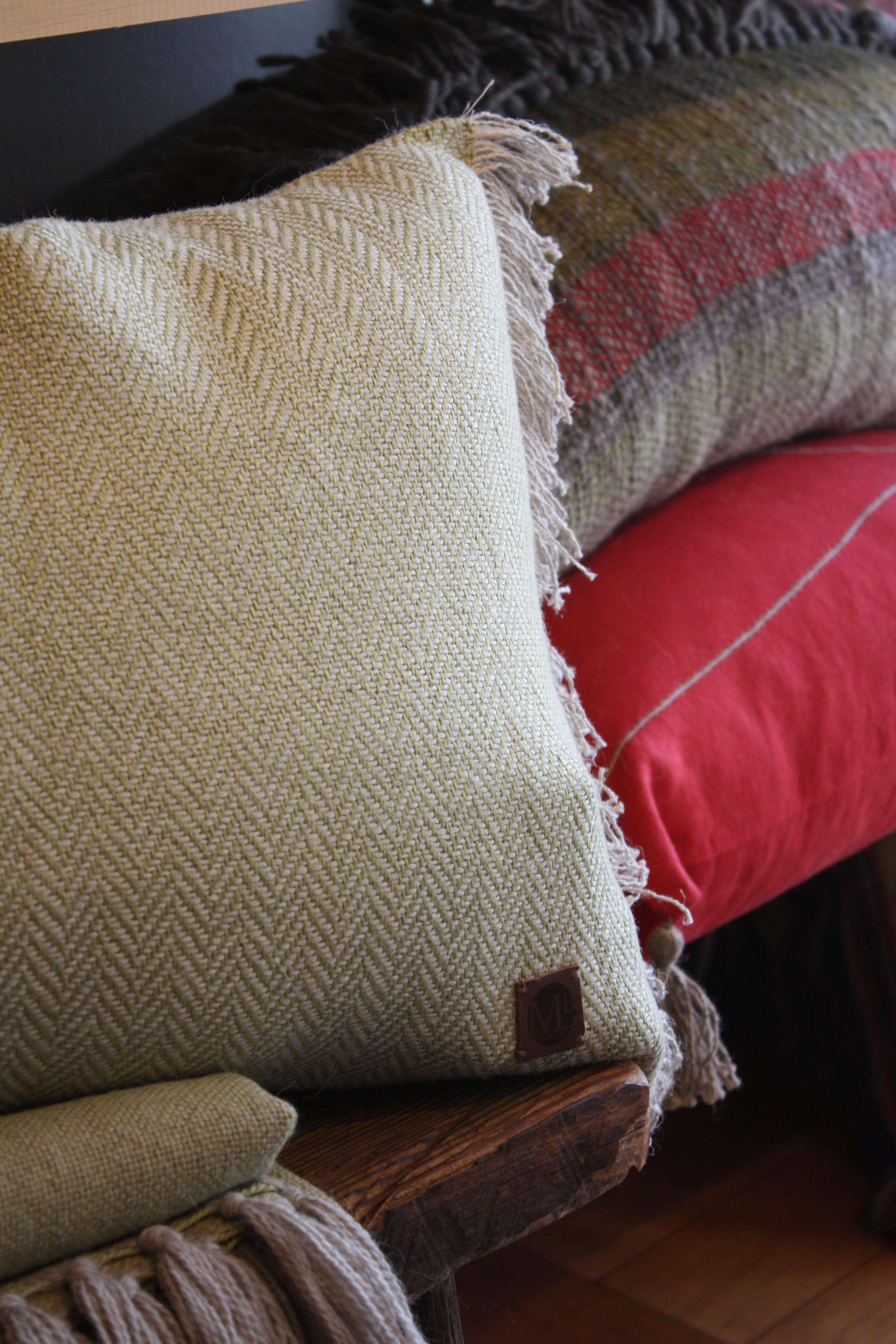 Cojín 60x40 desflecado lino beige y pistacho