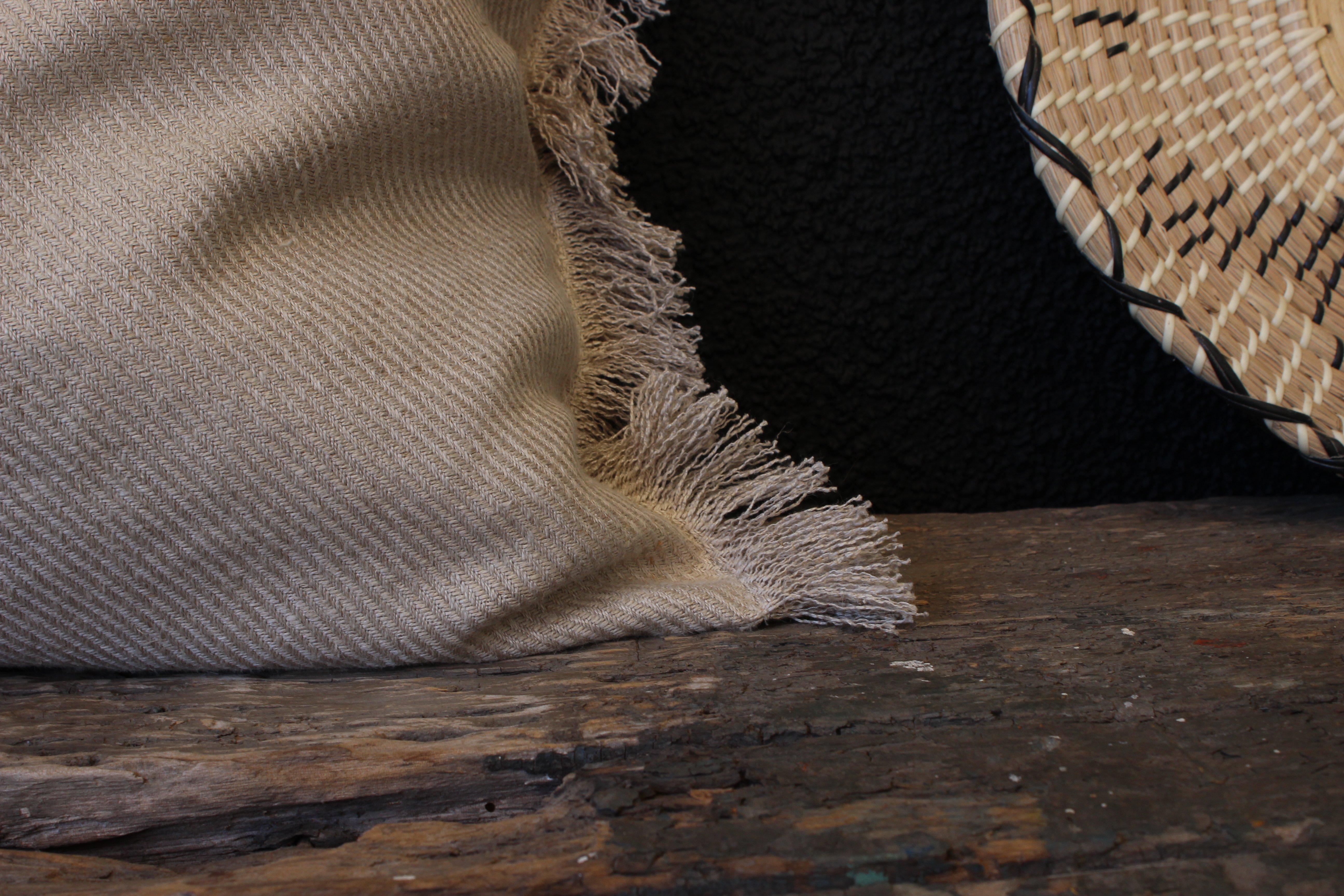 Cojín de lino 60x60 desflecado beige