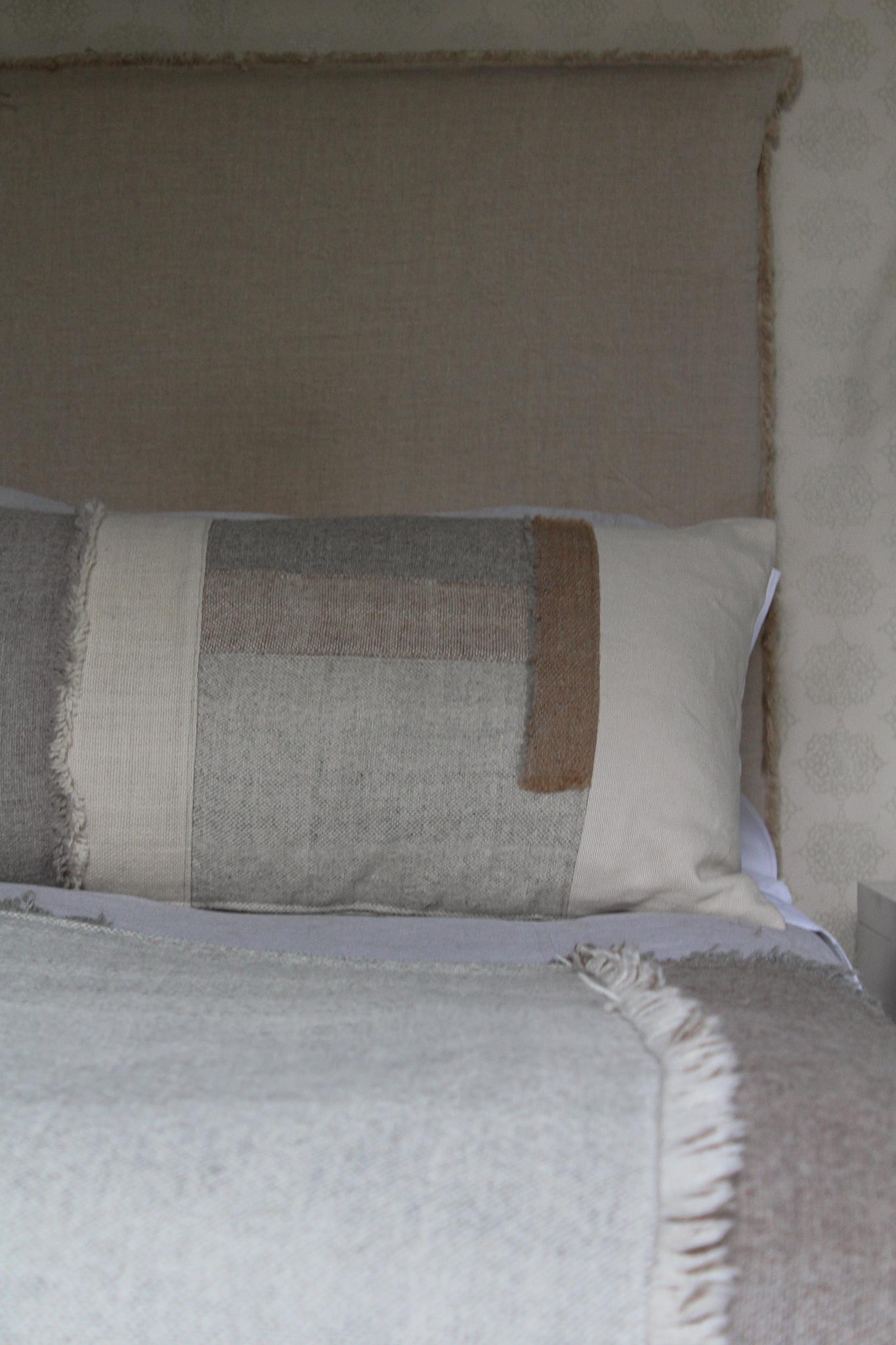 Cojín 90x50 lino y aplicaciones en alpaca