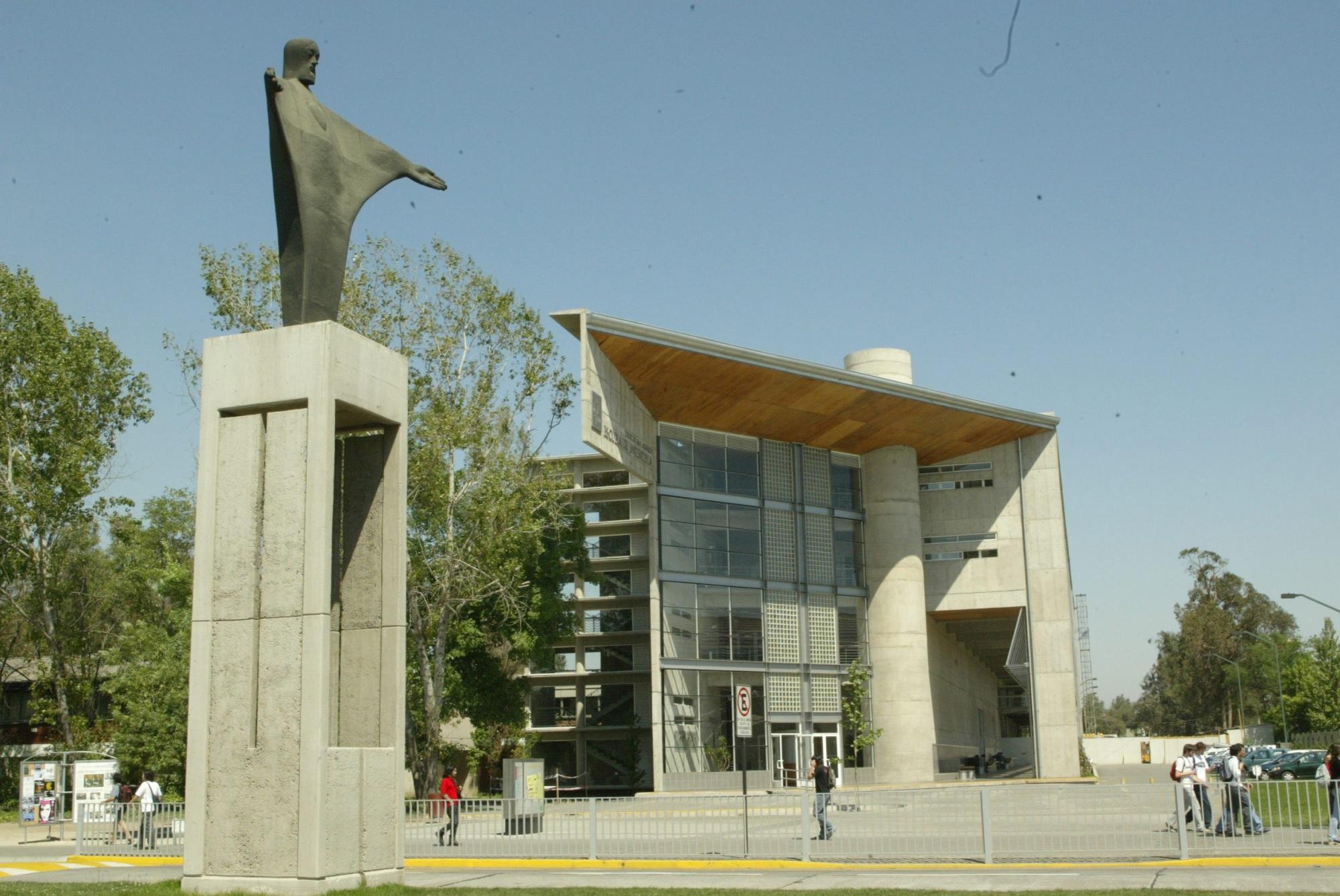 Fibra Óptica Optral en instalaciones de la Universidad Catolica de Chile