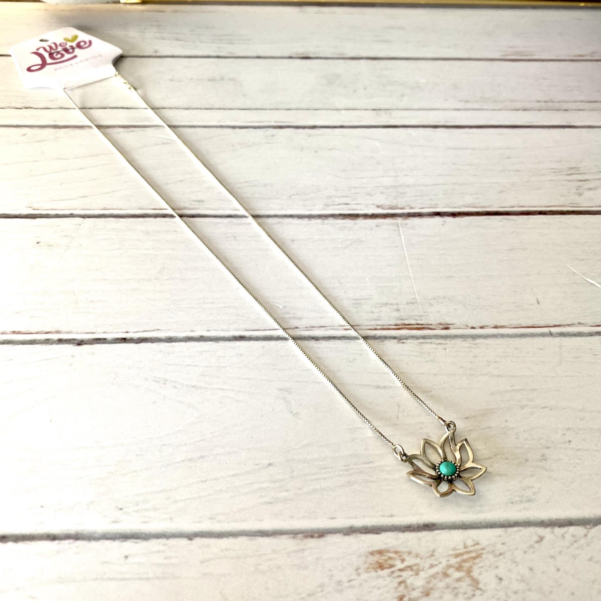 cadena flor de loto con piedra