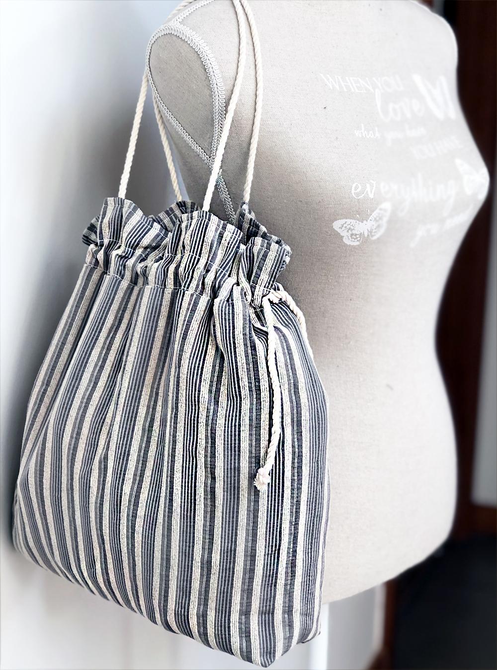 Bolso con cordón