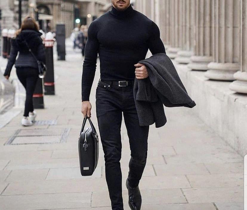 Beetle/Suéter Negro Cuello alto