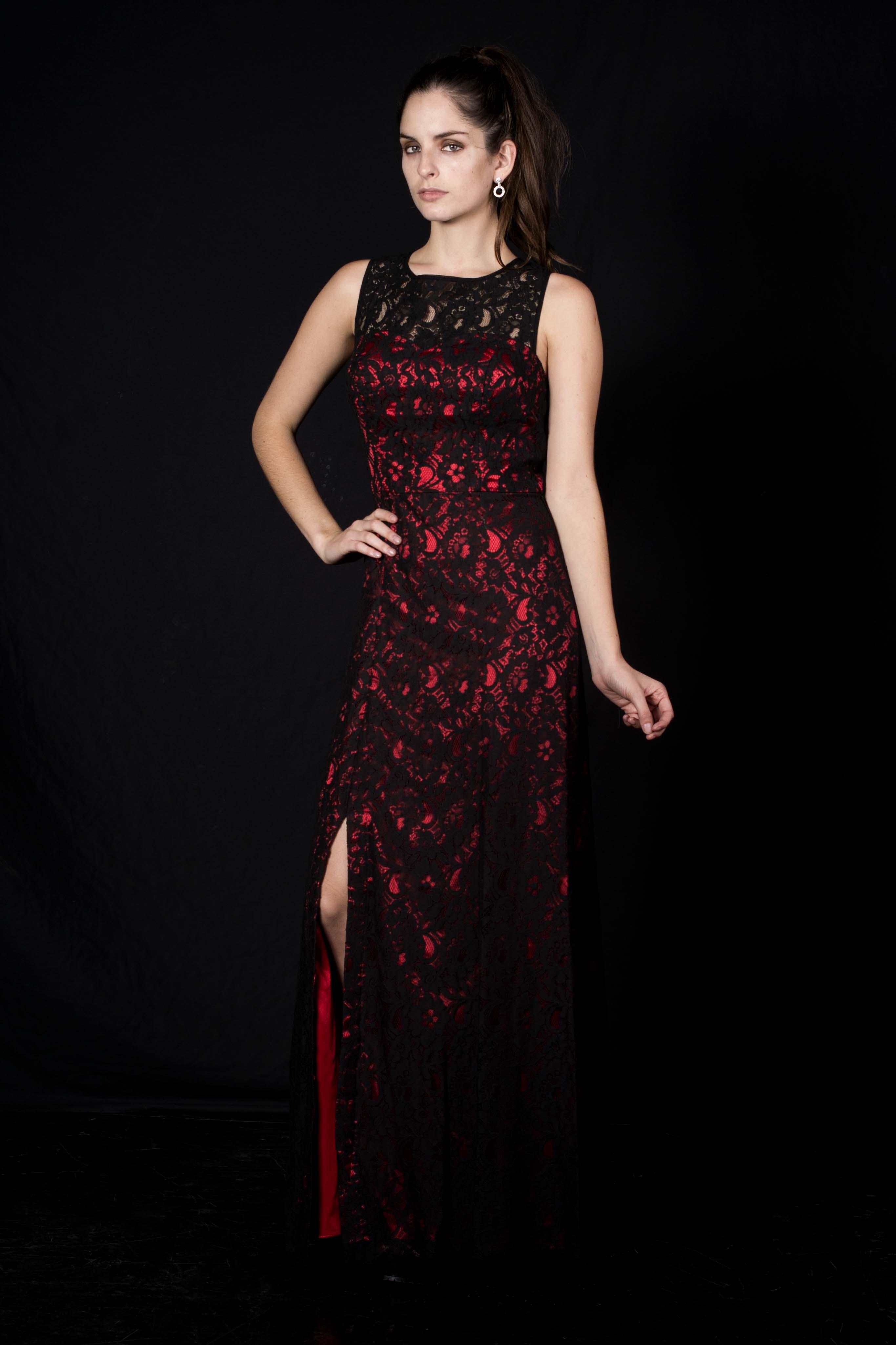 Vestido Encaje Negro con Fondo Rojo