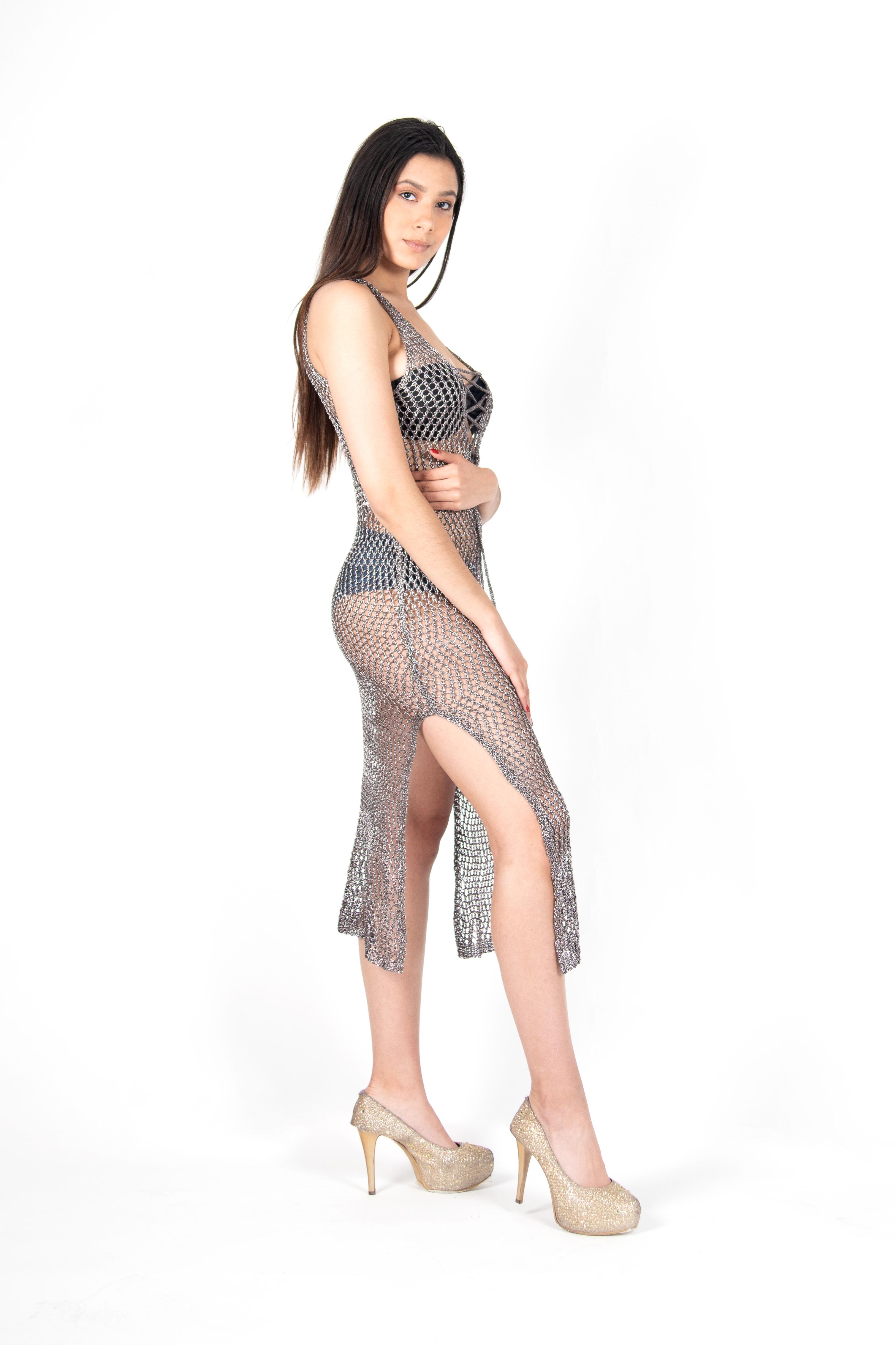 Vestido Metalizado Corte a Ambos Lados
